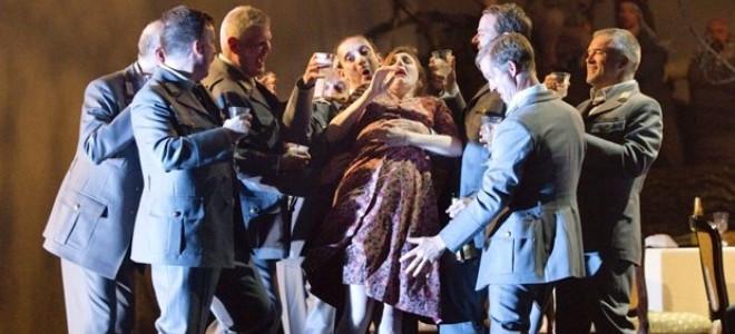 Une scène de viol collectif fait polémique au Royal Opera House
