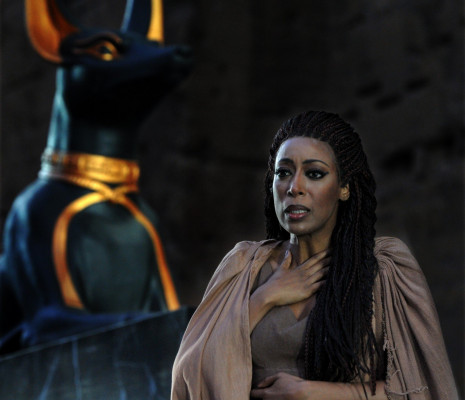 Elena O'Connor dans Aida par Paul-Émile Fourny