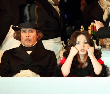 La Bohème par Richard Jones -  Wyn Pencarreg et Simona Mihai