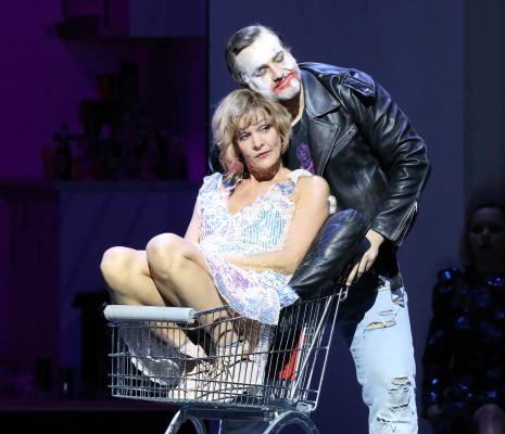 Marlis Petersen & Andrzej Filończyk - La Ville morte par Simon Stone