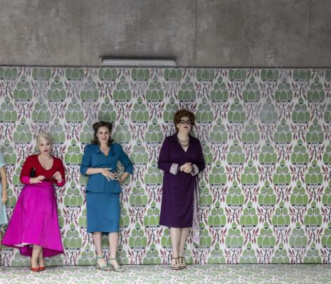 Giulia Semenzato, Carmen Giannattasio, Antoinette Dennefeld & Daniela Barcellona - Falstaff par Barrie Kosky