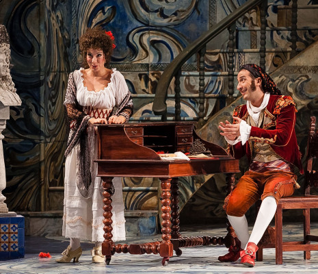 Laura Polverelli (Rosina) et Vito Priante (Figaro)