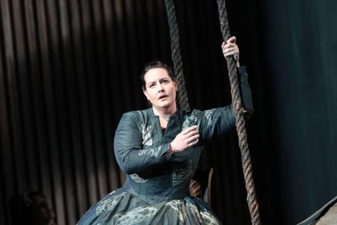 Elza van den Heever dans Norma