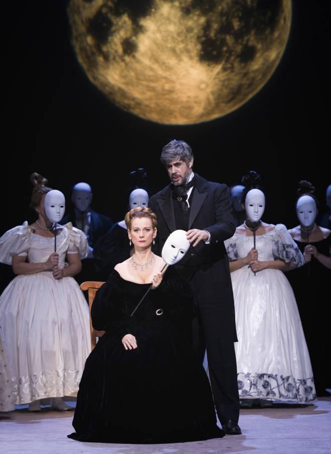 Thomas Dear et Sophie Marin-Degor dans Eugène Onéguine