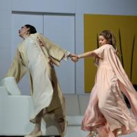 Ana Victoria Pitts & Maria Laura Iacobellis - Le Mariage secret par Pier Luigi Pizzi
