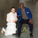 Willard White et Pascal Charbonneau dans De la maison des morts
