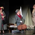 Julie Pasturaud, João Fernandes et Marc Labonnette dans La Fille du régiment