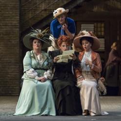 Aleksandra Kurzak (Mrs Alice Ford), Julie Fuchs (Nannetta), Varduhi Abrahamyan (Mrs Quickly) et Julie Pasturaud (Mrs Meg Page) - Falstaff par Dominique Pitoiset