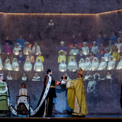 Don Carlos par Warlikowski - Hibla Gerzmava (Elisabeth de Valois) et Ildar Abdrazakov (Philippe II)