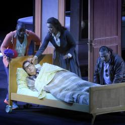 Michele Pertusi (Don Pasquale), Nadine Sierra (Norina), Florian Sempey (Dottor Malatesta) et Lawrence Brownlee (Ernesto) - Don Pasquale par Damiano Michieletto