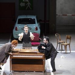 Laurent Naouri, Pietro Di Bianco & Luciano Botelho - Viva la mamma par Laurent Pelly