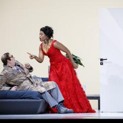 Michele Pertusi (Don Pasquale), Pretty Yende (Norina) - Don Pasquale par Damiano Michieletto