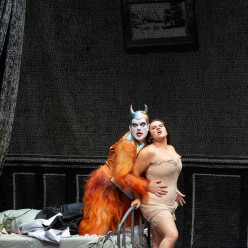 Marcel Beekman (Aristée / Pluton), Kathryn Lewek (Eurydice) - Orphée aux Enfers par Barrie Kosky