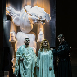 Airam Hernandez, Klara Kolonits & Julien Véronèse - Norma par Anne Delbée