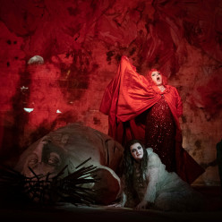 Violeta Urmana & Ricarda Merbeth - Elektra par Michel Fau