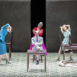 Antoinette Dennefeld, Carmen Giannattasio & Giulia Semenzato derrière Stéphane Degout - Falstaff par Barrie Kosky