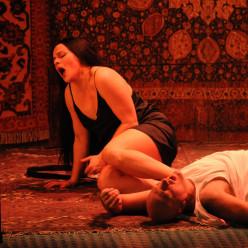 Ausrine Stundyte et John Daszak (Sergueï) dans Lady Macbeth de Mzensk
