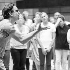 Damiano Michieletto durant les répétitions de Samson et Dalila