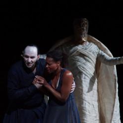 Dimitris Tiliakos (Amonasro), Adina Aaron (Aida), Enrico Iori (Il Re) - Aida par Stathis Livathinos