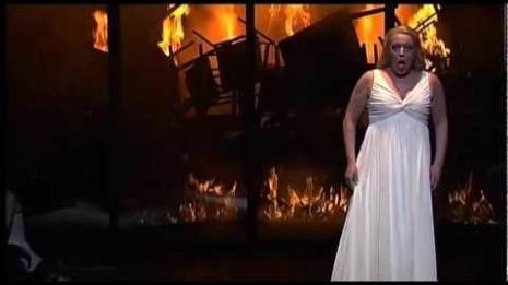 Nina Stemme dans Le Crépuscule des dieux à l'Opéra d'État de Bavière